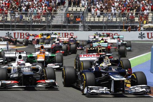 Pastor Maldonado perdió dos posiciones en la salida del GP de Europa