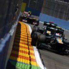 Los Caterham por delante de Toro Rosso