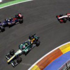Toro Rosso lucha con Caterham y HRT
