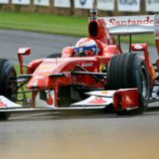 El Ferrari F60 en plena acción en el Festival de la Velocidad de Goodwood
