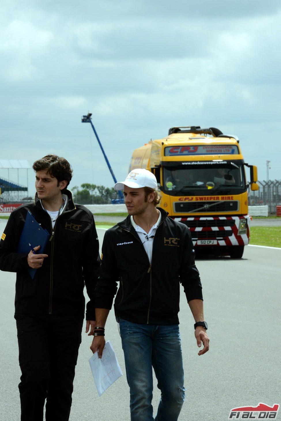 Ángel Baena y Dani Clos recorren la pista de Gran Bretaña