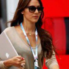 Jessica Michibata en el 'paddock' de Silverstone