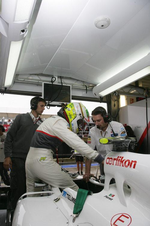 Sergio Pérez se sube al C31 en Silverstone