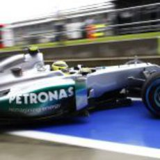 Nico Rosberg sale a la pista del Circuito de Silverstone