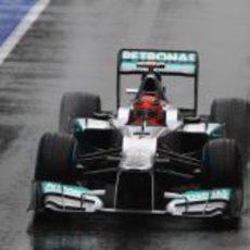 Michael Schumacher sale del pit-lane de Silverstone