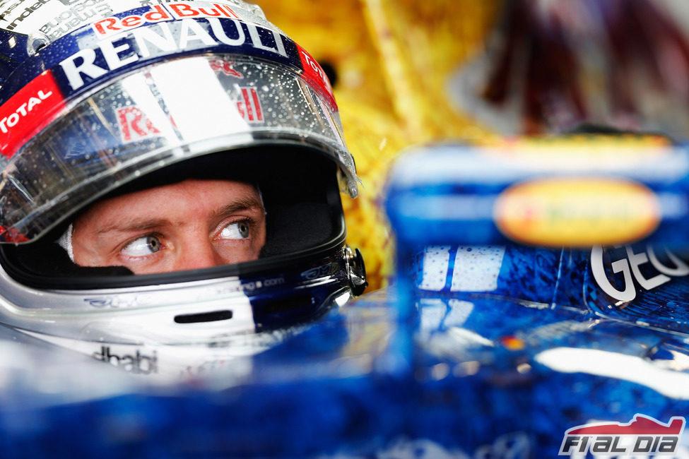 Sebastian Vettel pensativo dentro de su monoplaza