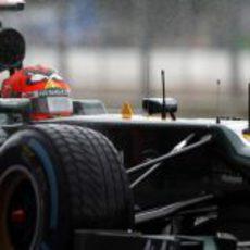 Heikki Kovalainen en medio de la lluvia que cayó en la sesión de libres en Silverstone