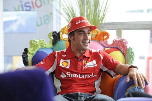 Fernando Alonso, completamente relajado