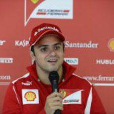 Felipe Massa atiende a la prensa