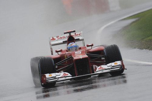 Fernando Alonso y la lluvia en Silverstone
