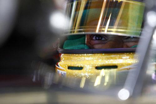 Lewis Hamilton se concentra antes de los Libres 2