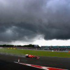 Las nubes negras se ciernen sobre Fernando Alonso