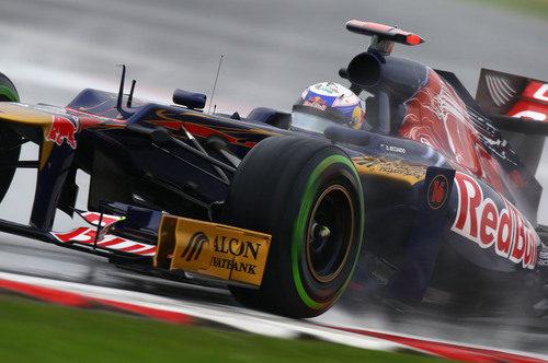 Daniel Ricciardo rueda con los intermedios en Silverstone