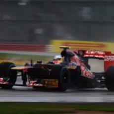 Jean-Eric Vergne 'navega' en el circuito de Silverstone