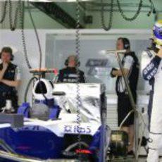 Rosberg preparado para subirse al monoplaza