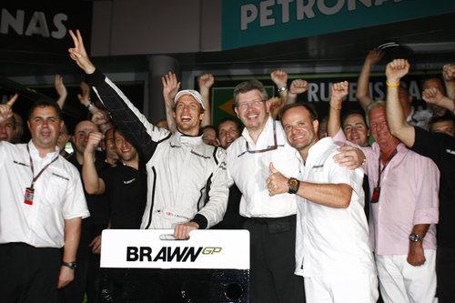 El equipo de Brawn GP celebra su segunda victoria