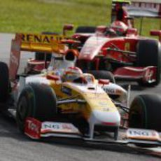 Alonso por delante de Raikkonen