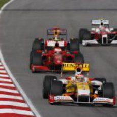 Alonso rueda por delante de Raikkonen