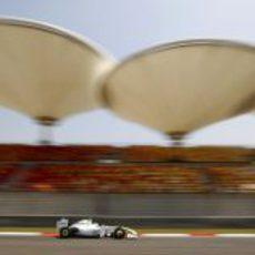 Barrichello bajo la magestuosidad del trazado de Shanghai