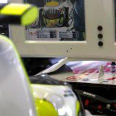 Barrichello en boxes