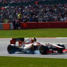Narain Karthikeyan se pasa de frenada en el GP de Gran Bretaña 2012