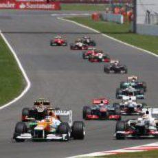 Nico Hülkenberg luchando con Sergio Pérez y otros pilotos