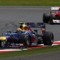 Mark Webber adelantó a Fernando Alonso a falta de cuatro vueltas