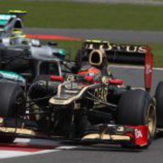 Romain Grosjean sale de una curva en el circuito de Silverstone