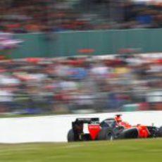 Timo Glock conduce su MR01 por Silverstone