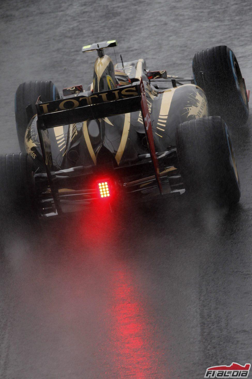 Kimi Räikkönen navega en Silverstone