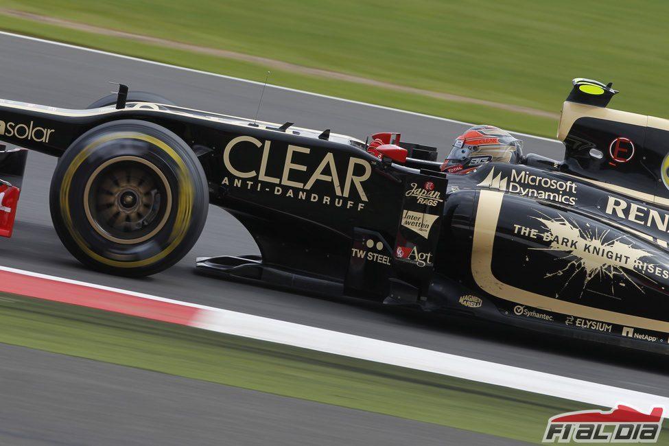 Romain Grosjean rueda en Silverstone con su Lotus
