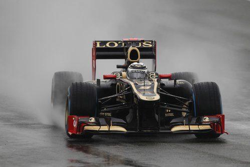 Kimi Räikkönen rueda en lluvia