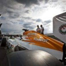 Los Force India entran en el pitlane