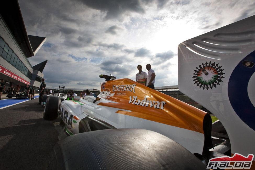 Los Force India entran en el pitlane