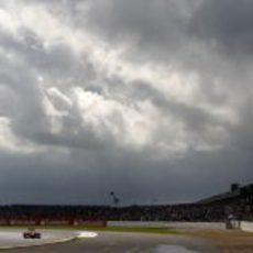 Timo Glock y el cielo nublado de Silverstone