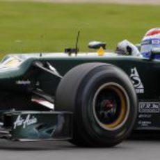 Vitaly Petrov rueda con los neumáticos blandos en Silverstone