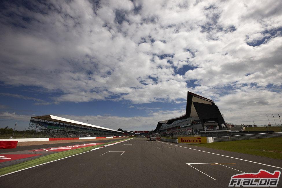 Recta de meta del circuito de Silverstone