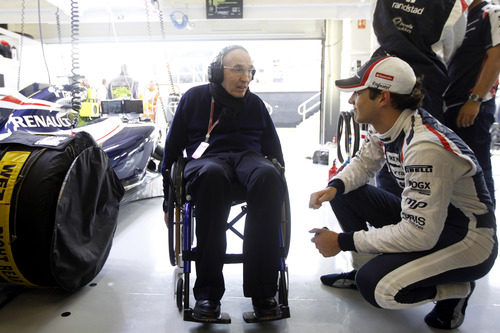 Bruno Senna habla con Frank Williams en Silverstone