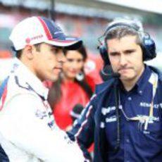 Pastor Maldonado y Xevi Pujolar durante el GP Gran Bretaña 2012