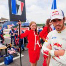 Jean Eric-Vergne pensativo en los últimos minutos antes de que empiece del GP de Gran Bretaña 2012