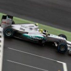 Nico Rosberg cruza la línea de meta en Silverstone