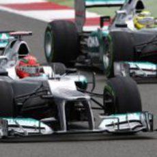 Los dos Mercedes durante la carrera de Silverstone