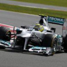 Nico Rosberg sale de una curva en la carrera de Silverstone