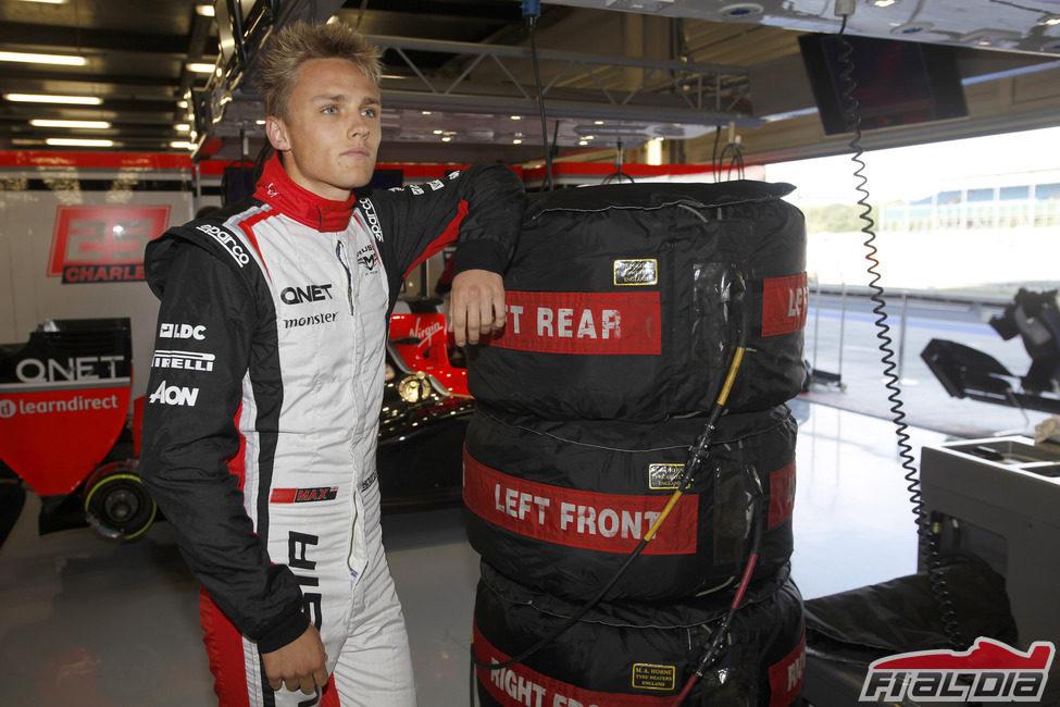 Max Chilton espera su oportunidad en el box de Marussia