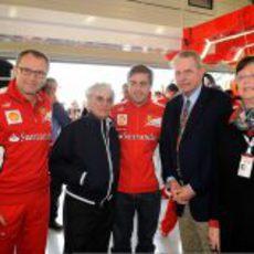 Stefano Domenicali, Bernie Ecclestone, Fernando Alonso y Jacques Rogge