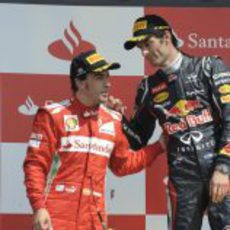 Alonso y Webber en el podio de Gran Bretaña 2012