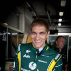 Vitaly Petrov sonríe a la cámara