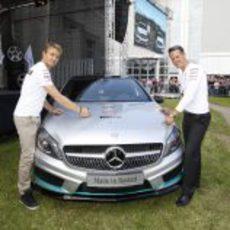 Rosberg y Schumacher visitan la fábrica de Mercedes en Rastatt