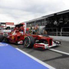 Fernando Alonso sale con los neumáticos medios en Alemania