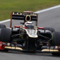 Kimi Räikkönen conduce su Lotus en el circuito de Hockenheim